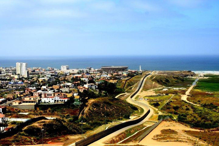 Photo of the US/Mexico border at San Diego
