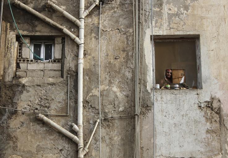 Photo of a mother watching children play in Aden, Yemen