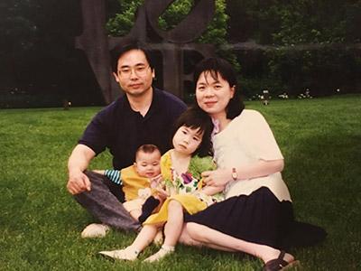 Photo of Xiao-Hua Zhou with his family